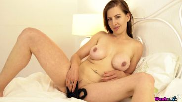 Cockteasing seductress tindra frost fingers her pussy and bounces her tits 6